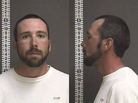 William Hoehn, 32, väittää löytäneensä naisystävänsä siivoamasta veristä kylpyhuonetta.