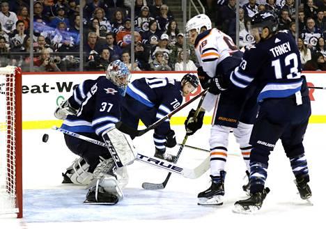 Jesse Puljujärvi nousi esiin ottelussa Winnipeg Jetsiä vastaan.