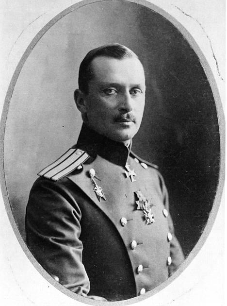 Tsaarin henkivartiokaartin komealla upseerilla C. G. E. Mannerheimillä on suosiota naisten parissa.
