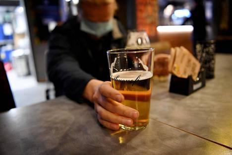 Nykyisten ravintolarajoitusten pohjana oleva tartuntatautilain muutos on voimassa helmikuun loppuun asti.