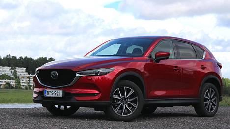 Mazda CX-5:n malliston hinnat lähtevät alle 30 000 eurosta. Tämän huippuvarustellun koeajoauton hinta ennen mahdollisia lisävarusteita on 52048 euroa.