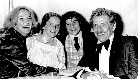 Perhe Stiller 1977: Anne Meara, Amy, Ben ja Jerry Stiller.