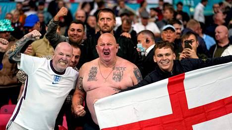 Englannin kannattajia kuvattuna Wembleyllä viime perjantain Skotlanti-ottelussa.
