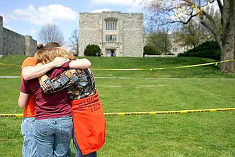 Virginia Tech -yliopiston joukkosurman uhrien omaiset sekä verilöylystä selvinneet ovat suostuneet 11 miljoonan dollarin korvauspakettiin.