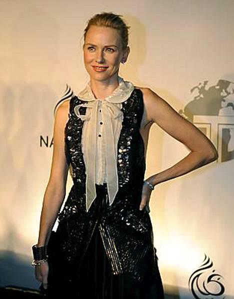 Naomi Watts on neljännellä kuulla raskaana.