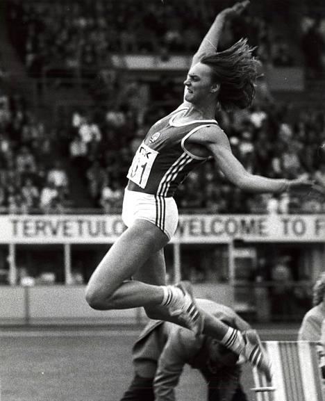 Heike Drechsler (os. Daute) hyppäsi Helsingin MM-kisoissa kultaa vain 18-vuotiaana.