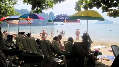 Konsuli 5-vuotiaan pojan raatelusta Thaimaassa: Kulkukoirista harkinnassa varoitus matkustusohjeisiin