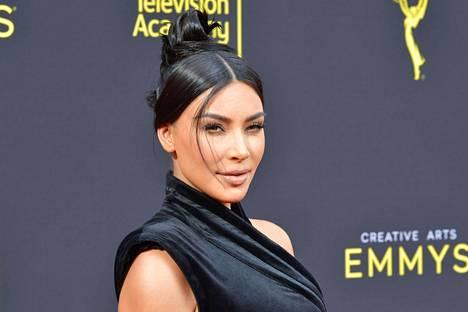 Kardashian kertoo avoimessa kirjoituksessaan, että myös sisaruskatraan äiti Kris Jenner on kamppaillut psoriaasin kanssa.