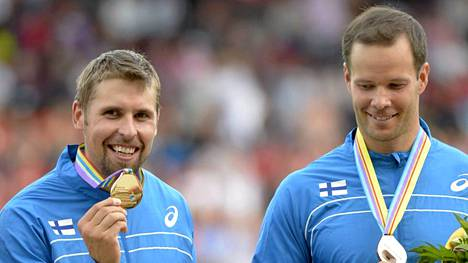 Antti Ruuskanen (vas.) ja Tero Pitkämäki nostivat Suomen EM-mitalien määrän sataan.
