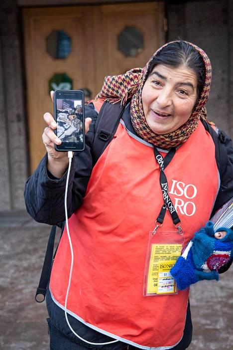 Ioana Silionilla on Romaniassa viisi lasta, joista nuorimmainen Sofia on 3,5-vuotias. Yhteyttä pidetään videopuheluiden avulla.