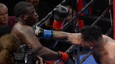 Video: Hämmentävä ratkaisu raskaan sarjan ottelussa – nyrkkeilijä poistui kehästä ensimmäisellä sekunnilla