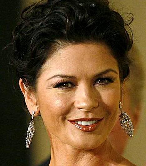 Catherine Zeta-Jonesin piti esiintyä Sophia Lorenin ja Penelope Cruzin kanssa elokuvassa, mutta tummaverikkö pelkäsi jäävänsä kaunotarten varjoon.