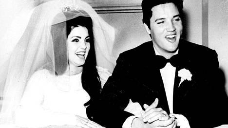 Priscilla ja Elvis Preasley Aladdin-hotellissa hääpäivänään 1.5.1967.