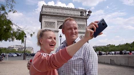 Heidi ja Oskari lähtivät häämatkalle Pariisiin, jossa Heidi halusi meikki- ja vaatekaupoille.