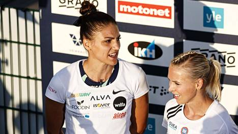 Toistuvasti kolhineet Nooralotta Neziri ja Annimari korte haastettelupisteellä vain hetki helteisen launtai-illan toisen juoksen jälkeen.
