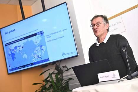 Ruotsin johtava epidemiologi Anders Tegnell on monien mielestä vähätellyt maan koronavirustilannetta. Kun tilanne alkoi kärjistyä, Tegnell lähti Afrikkaan.