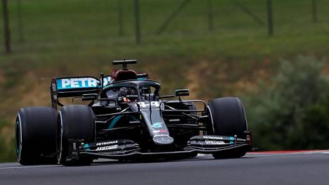Lewis Hamilton oli Unkarin GP:n ensimmäisten harjoitusten nopein.