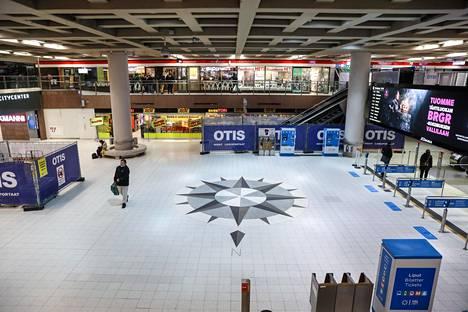 Helsingin Rautatientorin metroasema, kompassitaso.