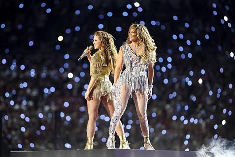 Shakira ja Jennifer Lopez esittivät puoliaikashow'ssa suurimmat hittinsä.