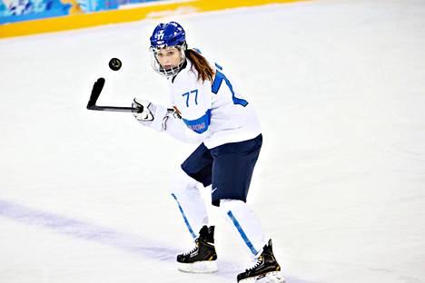 Susanna Tapani on jääkiekon kolminkertainen MM-pronssimitalisti ja ringeten kaksinkertainen maailmanmestari. Sotshin olympialaisissa hyökkääjä pelasi viidenneksi sijoittuneessa Suomen joukkueessa.