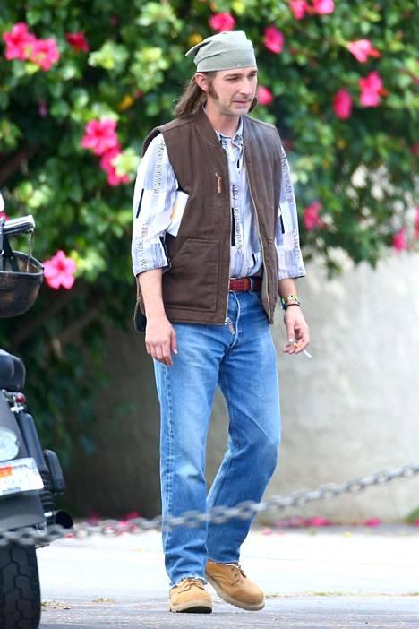 Tunnistaisitko? Shia LaBeouf nähdään Honey Boy -elokuvassa peruukissa.
