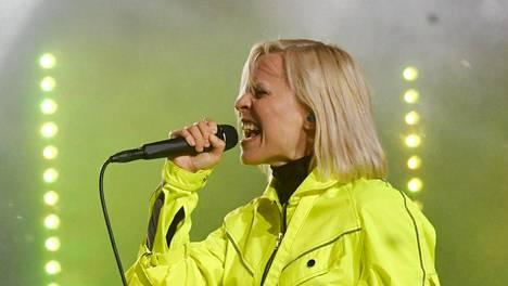 Vesala esiintyi uudenvuodenaattona myrskyssä. TV:ssä näytettiin kuitenkin esityksen kenraaliharjoitus.