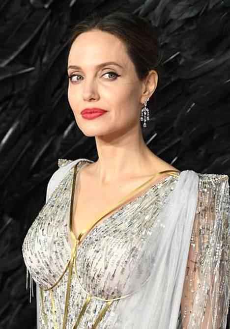 Angelina jolie alasti