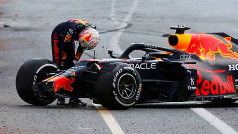 Max Verstappen koki karmean pettymyksen Bakussa.