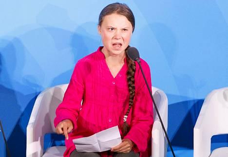 Thunberg ravisteli puheellaan New Yorkin ilmastokokouksessa maanantaina.
