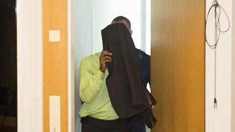 Asianajajan mukaan syytetty mies kärsii masennuksesta. Asianajaja vetosi miestä vankila-aikana tavanneeseen lääkäriin ja katsoi, että mies oli voimakkaasti uupunut ennen tekoa.
