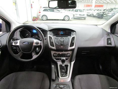Vuosimallin 2014 Ford Focus 1,6 TDCi -farmari on kerännyt matkamittariinsa jo 271 999 lukeman. Iso ajomäärä näkyy myös Kuopion J. Rinta-Joupin hintalapussa, jossa lukee 7 880 euroa. Auto sinänsä näyttää ulkoasultaan edelleen siistiltä ja se on myös juuri huollettu.