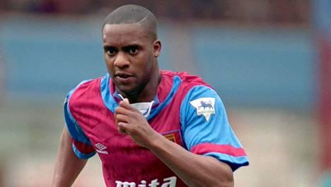 Dalian Atkinson muistetaan muun muassa Aston Villan paidasta.
