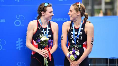 Georgia Taylor-Brown (vas.) ja Jessica Learmonth olivat mitaleilla kesäkuussa Leedsin triathlonissa.