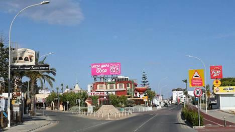 Kuvituskuvaa tyhjentyneestä Agia Napan taajamasta, joka on tunnettu turistikohde Kyproksella.