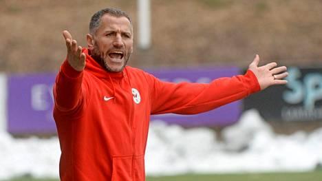 Shefki Kuqi tunnetaan valmentajana, joka ei piilottele mielipiteitään.