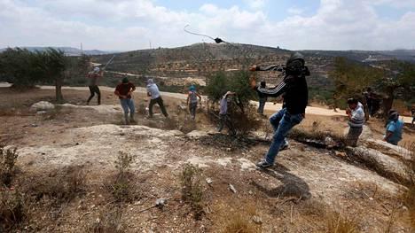 Palestiinalaiset mielenosoittajat ottivat yhteen Israelin joukkojen kanssa Beitan kylässä Länsirannalla.