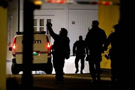 Paikallisen asukkaan mukaan poliisi on muun muassa tarkistanut autotalleja ja takapihoja.