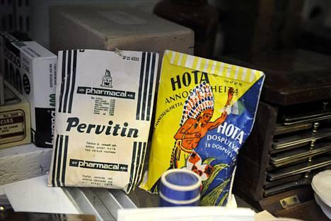 Pervitin-nimistä lääkejauhetta myytiin Suomessa aina 1980-luvulle asti. Metamfetamiini reseptistä oli toki aiemmin pudotettu pois. Hota-pulveri oli samantyyppistä ainetta.