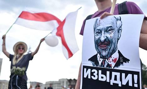Aljaksandr Lukashenkan vastustajat kuvaavat hänet verisenä diktaattorina. Kuva on viime elokuulta Minskistä.