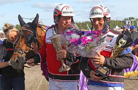 Pauli Raivio ja Henri Bollström mielivät toistamiseen kuninkuuskilpailun voittajaseremonioihin.
