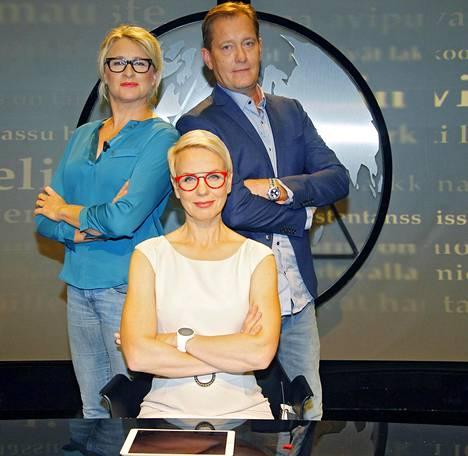 Katja Ståhl, Petteri Ahomaa ja Baba Lybeck uudistuneen Uutisvuodon kuvauksissa syyskuussa 2017. Suosikkiohjelmassa nähdään nykyään myös Jani Halme, Anna Perho ja Laura Ruohola.