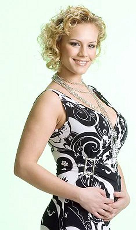 Elina on raskauden myötä lihonut kolme kiloa.