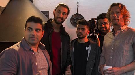 Kuvassa vasemmalta oikealle: Ramin, Farhad, Pepe, Peyman ja Antti.