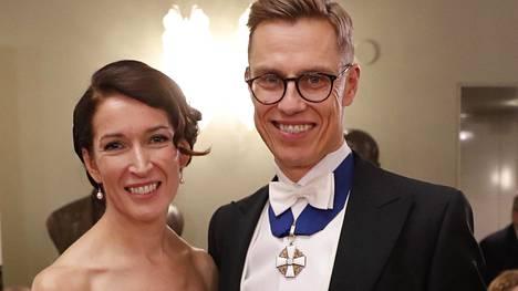 Alexander Stubb ja puoliso Suzanne Innes-Stubb Linnan juhlissa.