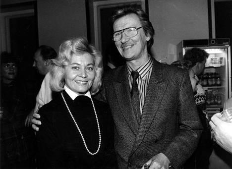 Junnu ja Pirkko Vainio ehtivät asua Sveitsissä vain lyhyen hetken ennen muusikon kuolemaa. Kuva vuodelta 1988.