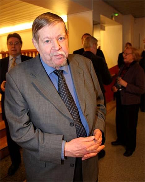Arto Paasilinna vietti tutkimusten vuoksi yön sairaalassa.