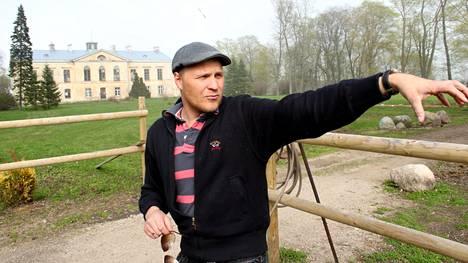Kalle Palander vuonna 2003 Viron-kartanollaan.