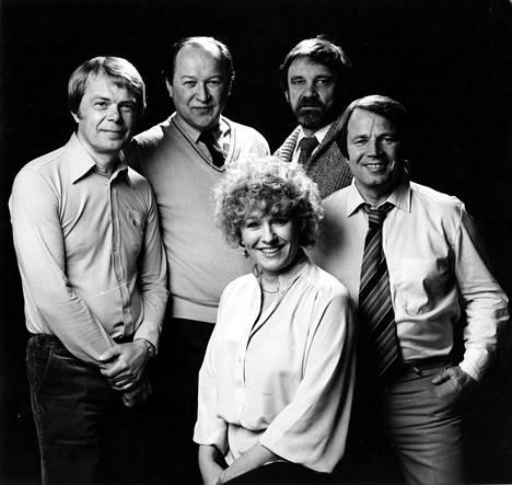 Uuden Iloisen Teatterin perustajajäsenet Lasse Mårtenson, Jaakko Salo, Jukka Virtanen, Matti Kuusla ja Marjatta Leppänen vuonna 1979.