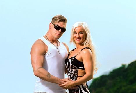 Rita ja Aki testaavat parisuhteensa kestävyyttä viettelysten saarella.