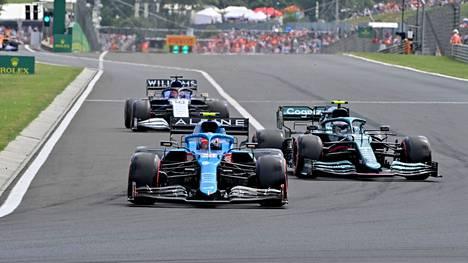 Esteban Ocon piti Sebastian Vettelin takanaan.